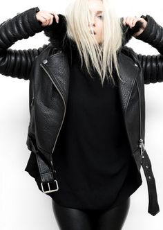 Winter style | Edgy all-black leather outfit