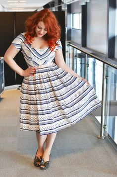 Beautiful curvy women//lovelovelove that hair. Danica is definitely a red head! Plus Size Fashion For Women Summer, Curvy Fashion, Womens Fashion, Color Naranja, Dress Hairstyles, Hairstyle Ideas, Style Vintage, Vintage Inspired, Dress Up
