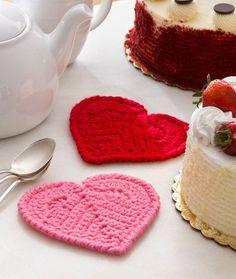 Valentine Heart Coaster - Free Pattern from Red Heart Yarn Diy Tricot Crochet, Crochet Gratis, Crochet Dishcloths, Crochet Yarn, Headband Crochet, Tunisian Crochet, Crochet Kitchen, Crochet Home, Love Crochet