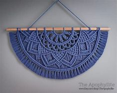 Macrame Wall Hanging Patterns, Macrame Plant Hangers, Macrame Art, Macrame Design, Macrame Projects, Macrame Knots, Macrame Patterns, Micro Macrame, Macrame Jewelry