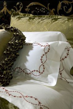Each piece in Ebanista's collection is a work of art, with a luxurious handcrafted quality. Border Embroidery Designs, Bed Linen Sets, Linens And Lace, Linen Bedding, Bed Linens, Fine Linens, Beautiful Bedrooms, Home Textile, Machine Embroidery
