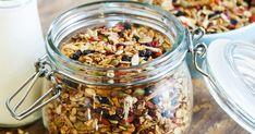 The ultimate breakfast granola Healthy Food Swaps, Healthy Snacks, Healthy Recipes, Snacks Recipes, Quick Snacks, Healthy Breakfasts, Eating Healthy, Granola Sin Gluten, Granola Parfait
