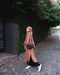 "14 Suka, 0 Komentar - ike wijayanti (@ikewijayanti94) di Instagram: ""Senyum itu semacam kekuatan untuk orang lain bahagia 😊☺"" Hijab Outfit, Outfit Of The Day, Outfits, Instagram, Fashion, Today's Outfit, Moda, Suits, Fashion Styles"