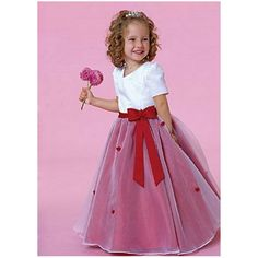 This flower girl has adorable curly hair! Thanks for the pin via guest pinned @Hairstyle-Blog.com