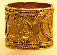 Gold ring, with bull's head, Greek around 1450-1200 BC, British Museum