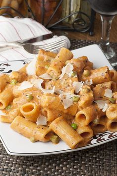 Spicy Chicken Rigatoni recipe is just like my favorite pasta dish at a beloved Italian-American Restaurant. Creamy Alfredo and marinara sauce combine with chicken and peas to make the perfect, easy Italian meal with just the right amount of heat! #GoOrangeWithBarilla #ad