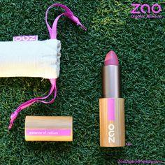 ¡Ten a mano siempre tu barra de labios Zao Makeup! La marca de maquillaje profesional ecológica que aporta a tus labios un color precioso y duradero.  Sus ingredientes naturales como la manteca de karité, jojoba, ricino o granada, harán que tus labios estén suaves y muy hidratados.