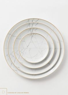 Carrara — Casa de Perrin An unexpected dinnerware line created by French designer Coline le Corre. A refined, geometric approach, inspired by the noble marble of Carrara. Design Plat, Plate Design, Deco Design, Küchen Design, Booth Design, Interior Design, Dinnerware Sets, China Dinnerware, Marble Gold