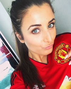 Hot Football Fans, Football Girls, Manchester United, Female Soccer Players, Old Trafford, Man United, Sport Girl, Beauty Women, Eye Candy