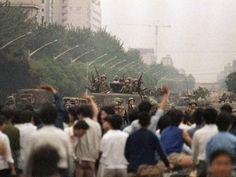 Durante las siguientes semanas, las protestas cobraron impulso mientras los altos oficiales chinos decidían qué podían hacer.