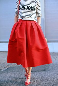 Midirock in Rot gestreifte Bluse # classic Casual Outfits striped skirts Look Fashion, Unique Fashion, Womens Fashion, Fashion Trends, Skirt Fashion, Fashion Styles, Fashion News, Net Fashion, Fashion 2018