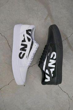 Vans Old Skool Black Logo White Skate Shoes - tenis - Moda Sneakers, Sneakers Mode, Sneakers Fashion, Fashion Shoes, Vans Old Skool, Old Skool Black, Golf Shoes, Skate Shoes, Vans Shoes