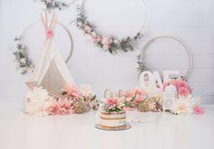 Baby Cake Smash, 1st Birthday Cake Smash, Baby Girl 1st Birthday, Cake Smash Photography, Birthday Photography, 1st Birthday Pictures, Birthday Ideas, Idee Baby Shower, 1st Birthday Photoshoot