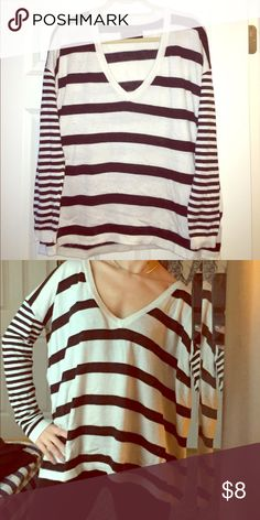 Sweater Lite weight + warm stripe cozy deep v-neck sweater (small) pairs great with leggings [well worn like your favorite sweater] Sweaters V-Necks