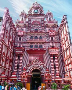 The Red Mosque in Colombo - Sri Lanka Web Design Tutorials, Web Design Trends, Design Websites, Mosque Architecture, Art And Architecture, Temples, Sri Lanka, Web Design Black, Arugam Bay