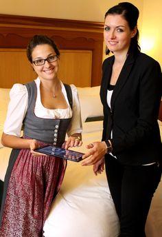 Brandneu sind unsere digitalen Gästemappen! #Suitepad #platzlmunich #platzlhotel #münchen #munich Lace Skirt, Saree, Skirts, Fashion, Moda, Fashion Styles, Sari, Skirt