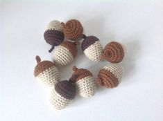 En lille håndfuld agern opskriften/pattern er fra kreamania.dk #hækle #hæklet #hækling #crochet #virkning #amigurumi #nød #agern #bomuldsgarn #kreamania #dekoration #pynt