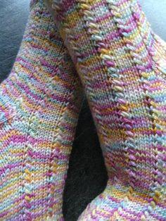 Mustersocken   Herzlich Willkommen in Sonja´s Sockenland   Seite 4 Crochet Socks, Knit Or Crochet, Knitting Socks, Rainbow Socks, Knit Picks, Cool Socks, Mittens, Knitting Patterns, Sewing