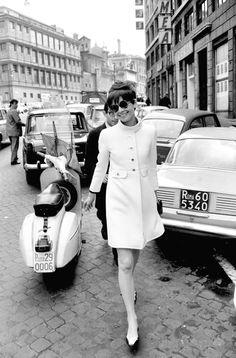 Style Icon:: AUDREY HEPBURN - A passeggio per via Bissolati, Roma - 1968. Elio Sorci Camera Press/Photomasi