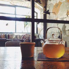 加賀棒茶 Sol  Kyoto #cafe Book Cafe, Cafe Shop, Its A Wonderful Life, Moscow Mule Mugs, Kyoto, Matcha, Tea Time, Tea Pots, Alcoholic Drinks