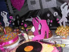 Decoração mesa festa anos 80