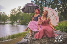 Enjoy the Rain (c) misswindyshop.com #vintagestyle #50s #circledress #dress #pinup #victoryrolls #dressrevolution #gingham #polkadot #mekkovallankumous