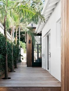 A reconfigured California bungalow with luxe finishes This side entrance features a decked path and palm trees and star jasmine plantings. Australian Interior Design, Interior Design Awards, Australian Homes, Exterior Design, Interior And Exterior, Brown Interior, Pacific Homes, California Bungalow, California Homes
