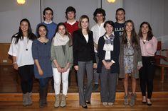 Su Majestad la Reina con un grupo de estudiantes del colegio San Patricio que acudieron como oyentes al acto Residencia de Estudiantes. Madrid, 09.04.2015