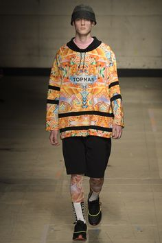 See all the Collection photos from Topman Design Autumn/Winter 2017 Menswear now on British Vogue Vogue Paris, London Fashion Week Mens, Mens Fashion, Les Benjamins, Androgynous Fashion, Mens Fall, Fashion Show Collection, Fall Winter, Winter 2017