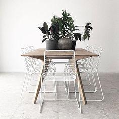 New diy outdoor table ikea hacks Ideas Diy Outdoor Table, Outdoor Dining, Outdoor Chairs, Wire Dining Chairs, Dining Room Furniture, Dinning Table, Bar Patio, Patio Table, Interior Design Living Room
