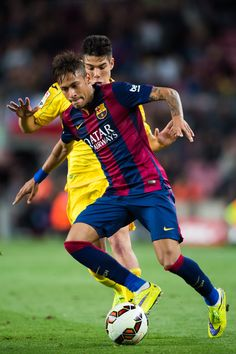 Neymar Santos Jr of FC Barcelona competes for the ball with Emi of Getafe CF during the La Liga match between FC Barcelona and Getafe CF at Camp Nou on April 28, 2015 in Barcelona, Catalonia.