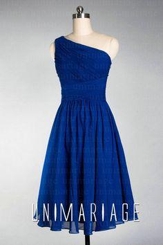 robe courte une épaule asymétrique plissée