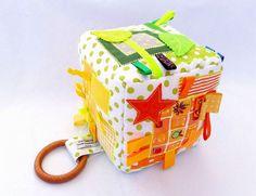 Cubo sonaja de bebé bebé regalos de nacimiento sensorial by ViktoriyaDesvarreux | Etsy