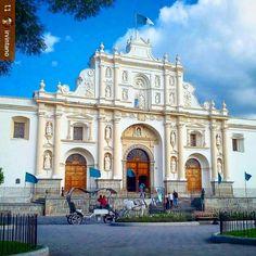 http://OkAntigua.com #Follow @irvintano: Beautiful #December weather - San Jose Cathedral #Antigua #Guatemala #ILoveAntigua #AmoAntigua #Travel #AntiguaGuatemala #CentralAmerica #Travel #architecture #baroque #horsecarriage