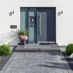 Belpasso Grigio brillant Hauseingang # Belpasso Grigio brillant Hauseingang # The Effective Pictures We Offer You About office Entrance A quality picture c Home Design Decor, Home Decor, Exterior Design, Interior And Exterior, Entrance Lighting, Garden Paving, Door Steps, Front Entrances, House Entrance