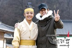 Yeo Jin Goo y Kim Soo Hyun en el set de The Moon That Embraces The Sun