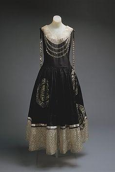 21 Ferocious Gowns Fit For An Evil Queen. Lanvin 1924