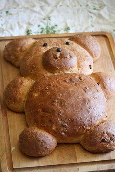 bear bread served with butter and honey Animals That Hibernate, Doughnut Shop, Goldilocks And The Three Bears, Vintage Baking, Honey Bear, Tasty, Yummy Food, Fun Baking Recipes, Bakery Cafe