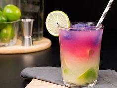 Receita de Caipirinha Mágica Food Network Refreshing Cocktails, Summer Drinks, Cocktail Drinks, Fun Drinks, Alcoholic Drinks, Beverages, Wine Recipes, Food Network Recipes, Brazilian Drink