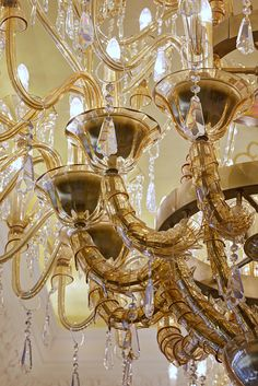 http://lasvit.com/bespoke-glass-installations/contemporary/the-st-regis--99?i=7