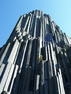 Basalti Colonnari - Czechy - Panska Skala Tectonic Architecture, Basalt Columns, Stone World, Giant Tree, Natural Structures, Grain Of Sand, Tree Trunks, Ancient Mysteries, Meditation