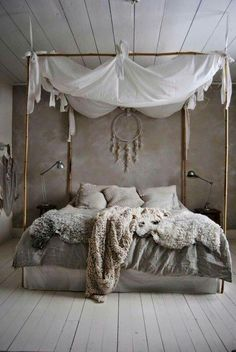 Perfect bedroom ! Voilages, gris, fourrure, baldaquin, nature