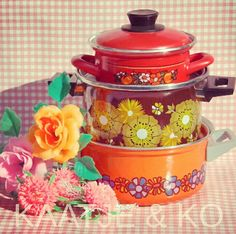 Koken op z'n seventies!! #brabantia #cooking #pan #emaille #emal #vintagekitchen  Regelmatig vintage pannen op voorraad, check www.kaatje-en-ko.com