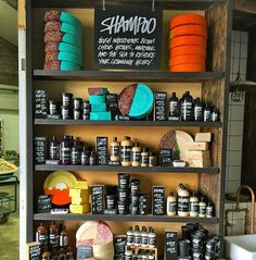 We've cracked in the making of this shampoo, cracked coconuts that is! We blend in vetivert oil to calm your senses and give Trichomania even more of a delightful tropical scent. Lush Shampoo, Natural Hair Shampoo, Solid Shampoo, Shampoo And Conditioner, Lush Oxford Street, Lush Shop, Lush Haul, Lush Cosmetics, New Hair