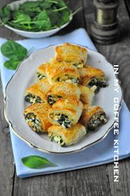 In my coffee kitchen: Francuskie ze szpinakiem i dwoma serami Mini Appetizers, Appetizer Salads, Appetizer Recipes, Picnic Snacks, Snacks Für Party, Good Food, Yummy Food, Czech Recipes, Yummy Chicken Recipes