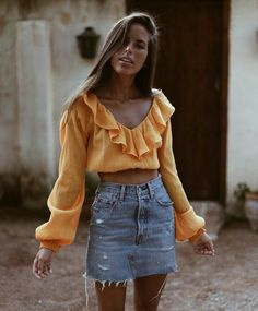What to wear? Casual Summer Outfits of course. Cool girl casual is a SoCal babe specialty. Look Fashion, Fashion Outfits, Womens Fashion, Fashion Trends, Modest Fashion, Fashion Ideas, Spring Summer Fashion, Spring Outfits, Spring Style