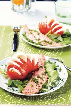 Paistetut lohiviipaleet ja tomaatti-munasalaatti   K-Ruoka #kala