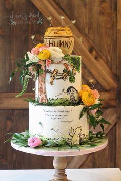Winnie the Pooh cake Winnie The Pooh Themes, Winnie The Pooh Cake, Winnie The Pooh Birthday, Winnie The Pooh Classic, Winnie The Pooh Nursery, Vintage Winnie The Pooh, Deco Baby Shower, Baby Shower Themes, Baby Boy Shower