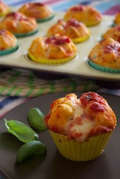 Muffin pizza, quick and easy recipe-Muffin pizza, ricetta facile e veloce Muffin pizza, quick and easy recipe - Pizza Muffins, Mexican Food Recipes, Italian Recipes, Slushie Recipe, Quick Easy Meals, Street Food, Finger Foods, Food Inspiration, Appetizer Recipes