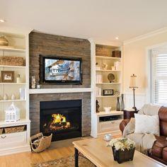 Les joies d'un foyer au salon Fireplace Feature Wall, Family Room Fireplace, Fireplace Shelves, Fireplace Built Ins, Home Fireplace, Fireplace Remodel, Fireplace Design, Home Living Room, Living Room Designs